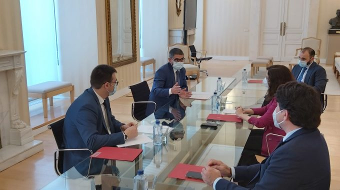 Reunión Del Alcalde Y El Vicealcalde Con La Presidenta De La Comunidad Para Abordar La Reactivación De Alcobendas